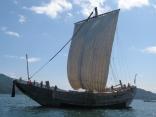 小浜湾を帆走する北前船