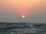 1月9日の日の出 強風波浪乾燥注意報 日の出とともに波が高くなりつつ
