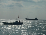 一重出しポイント 仲間の 子船と 外国船