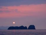 沓島の日没風景