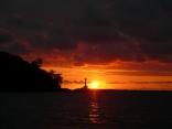 フェーリーげんかい横より 比田勝港 赤灯台の日の出