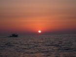本船 出漁へ  サザエ網(たてあみ)船帰港へ