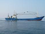 韓国の巻き網船 この場所での操業違反です