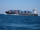 今日は本船の近くを 外国船が 3隻通過へ