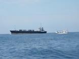 外国船が近くを通過します