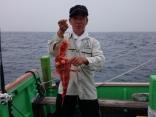 船釣り 初挑戦 の久保さん。ウッカリとフサカサゴのWです。