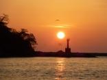 比田勝港入口 赤灯台からサンライズ