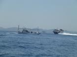高速艇も近くを通過します