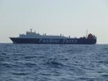外国船近くを通過します