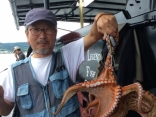 淡路島で大きなタコ釣れました。