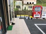 喫煙所と自動販売機