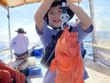 比較的波が立たないポイントを選んで出港します。お子様も安心して釣りを楽しめます。