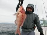 50cmを釣り上げた同じく秋田からお越しの仲野さんです。