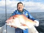 青森の葛西さんが釣り上げた70cmのデカマダイで初マダイでした。