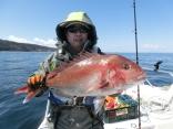 71cmを釣り上げた野辺地の久保田さんです。