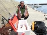 竿頭で6枚を釣り上げた浪岡の八木橋さんです。