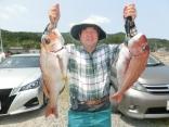 65cmと60cmを釣り上げた青森市の富谷さんです。
