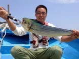 沖合80mの海域でシイラを釣って頂きました
